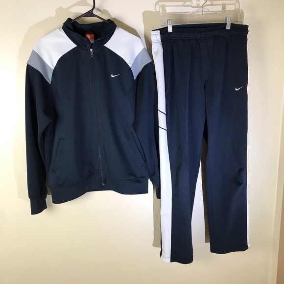 146c46a5 Nike | Jacket/Pant Set • Large